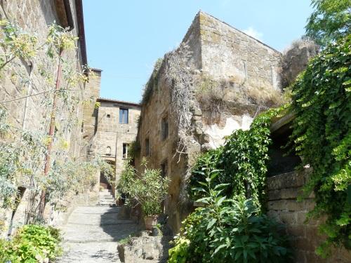 Civita_di_Bagnoregio-case3