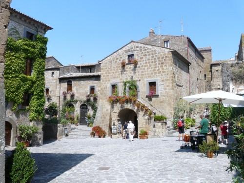 Civita_di_Bagnoregio-piazza