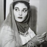 14_Maria Callas in camerino si prepara ad interpretare il ruolo di Lady Macbeth, Milano 7 dicembre 1952 ©