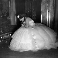 18_Maria Callas nell'opera La Traviata riceve gli applausi sul palcoscenico Palacio de Bellas Artes (Ópera Nacional), Mexico City 17 luglio 1951 ©