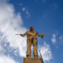 L'uomo che misura le nuvole (versione americana, 18 anni in più) (1998 - 2016) Bronzo al silicio Foto di Emiliano Cribari © Angelos Bvba