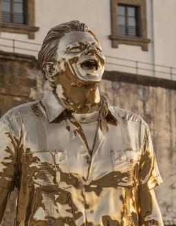 L'uomo che piange e ride (2005) Bronzo al sicilio Foto di Attilio Maranzano © Angelos Bvba