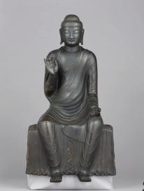 Shaka Nyorai (Śākyamuni) Periodo Asuka, VII secolo Bronzo, altezza 60,6 cm.Jindaiji, Tokyo Importante proprietà culturale