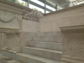 ara-pacis-ara-comera-roma-museo-6584