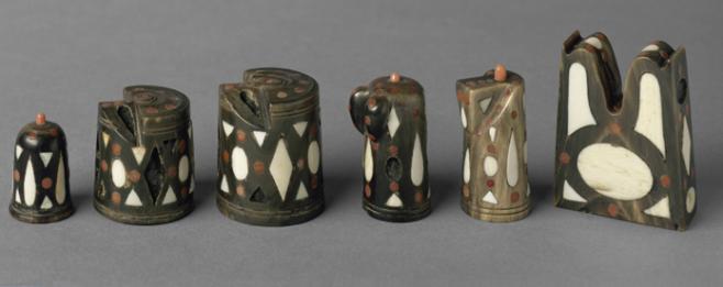 Artigianato locale 14 pezzi di scacchi neri e 12 bianchi, II metà del XVI secolo Avorio, corno, corallo, H 2,9-4,5 cm Castello di Ambras, Innsbruck ©