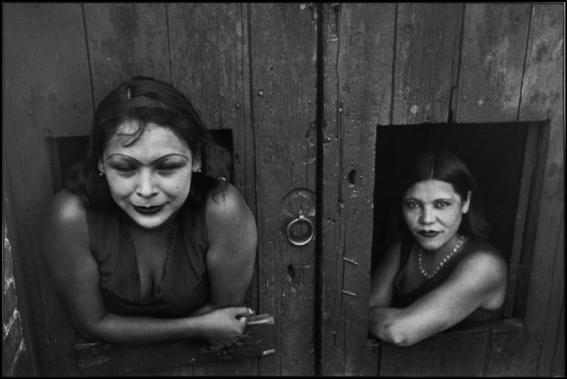 Prostitute. Calle Cuauhtemoctzin, Città del Messico, Messico 1934 - Copyright: © Henri Cartier-Bresson / Magnum Photos