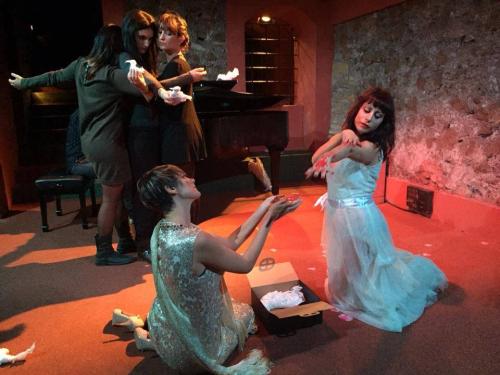 anime-in-mostra-la-prospettiva-femminile-in-cechov-teatro-agora-roma-2