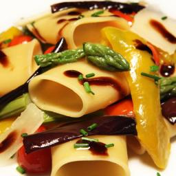 Paccheri di gragnano con peperoni, melanzane, asparagi, erbe di stagione, scaglie di pecorino romano e aceto balsamico di Modena