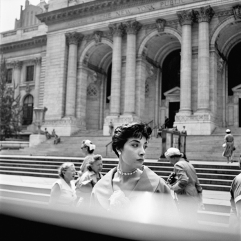 New York Public Library, New York, 1952 ca. © Vivian Maier/Maloof Collection, Courtesy Howard Greenberg Gallery, New York.