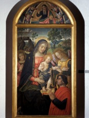 Bernardino di Betto, detto Pintoricchio (Perugia c. 1454 – Siena 1513) Madonna della Pace, c. 1489 olio su tavola, cm 143 x 70 San Severino Marche, Pinacoteca Civica Tacchi-Venturi