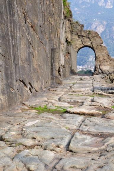 Tratto di strada romana nei pressi di Donnas (Aosta) (foto di Alberto Conte)
