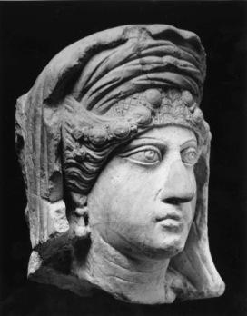 Ritratto femminile da rilievo funerario Seconda metà II-inizi III secolo d.C. Calcare, 30 x 26 x 18 cm Civico Museo Archeologico di Milano