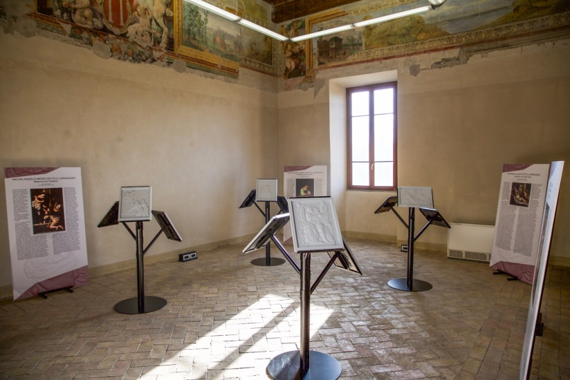 """Sala espositiva con supporti Mediars LLC e quadri tattili. Mostra """"Raffaello, Correggio, Caravaggio: un'esperienza tattile. Sulle orme di Scannelli"""",Palazzo Rospigliosi di Zagarolo -novembre 2016"""