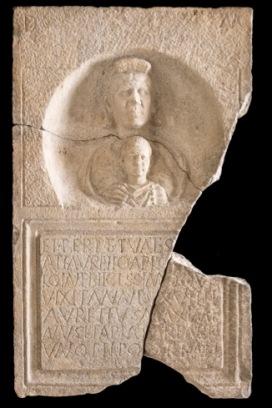 Stele di Aurelio Aplo Fine III secolo d.C. Calcare, 126 x 75 x 18 cm Museo Archeologico Nazionale di Aquileia © Gianluca Baronchelli