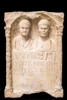 Stele di Fausto e Procula Fine I secolo d.C. Calcare, 109 x 70 x 32 cm Museo Archeologico Nazionale di Aquileia © Gianluca Baronchelli