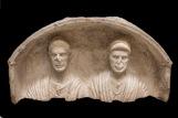 Stele con coppia di coniugi Fine I secolo a.C. Calcare, 54 x 105 x 35 cm Museo Archeologico Nazionale di Aquileia © Gianluca Baronchelli