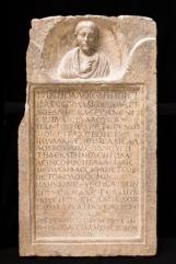 Stele della mima Bassillaù Prima metà III secolo d.C. (tardo severiana) Calcare, 94 x 54,5 x 14 cm Museo Archeologico Nazionale di Aquileia © Gianluca Baronchelli