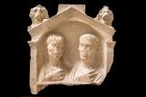 Stele con coppia di coniugi Terzo quarto I secolo d.C. Calcare, 64 x 64 x 19 cm Museo Archeologico Nazionale di Aquileia © Gianluca Baronchelli
