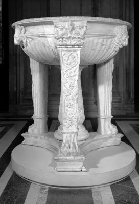 Tripode in marmo, età adrianea, Paris, Musée du Louvre, inv. MA 990Foto © Musée du Louvre, Dist. RMN-Grand Palais / image Musée du Louvre