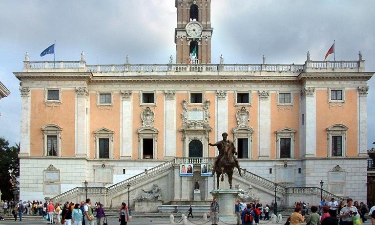 campidoglio-statua-cavallo-municipio
