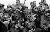 Werner Bischof: Fotografi della stampa internazionale durante la Guerra di Corea. Kaesong, Corea del Sud, 1952. © Werner Bischof /Magnum Photos/Contrasto