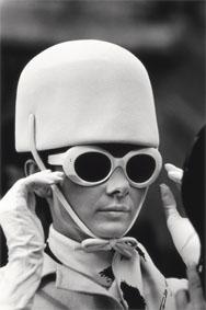 Audrey Hepburn sul set di Come rubare un milione didollari e vivere felici Audrey Hepburn on the set of How to Steal a Million Parigi / Paris, 1966 81 x 58,2 cm © Terry O'Neill