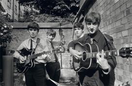 I Beatles negli Abbey Road Studios mentre registrano il loro primo album Please Please MeThe Beatles in Abbey Road Studios recording their first album Please Please MeLondra / London, 1963 54,9 x 73 cm © Terry O'Neill