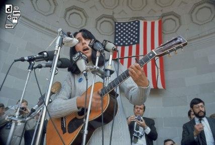 DREAMERS 1968 GETTY IMAGES Joan Baez canta durante una manifestazione contro la guerra a Central Park New York 3 aprile