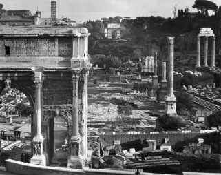 Edwin Smith Roman Forum, with the Arch of Septimus Severus in the foreground Gelatine silver print, 1970 Edwin Smith / RIBA Collections