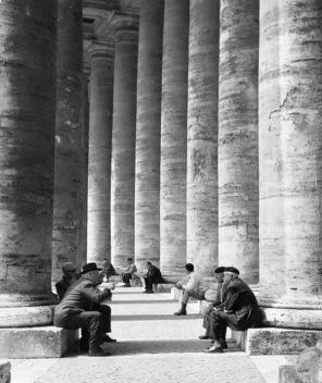 Monica Pidgeon Colonnade, St Peter's Square (arch. Gian Lorenzo Bernini) Gelatine silver print, 1961 Monica Pidgeon / RIBA Collections