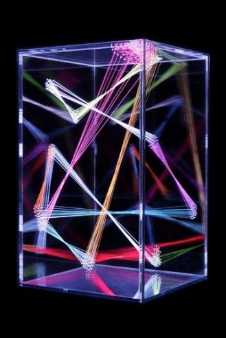 NeiAlberti_4 Tdl 15, 2017 vetro, methacrylate, filo, rgb led spotlight 170x31x31 cm