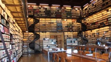 Ecole Francais Biblioteca