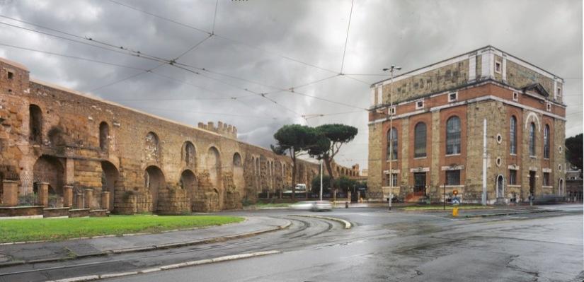 Le Mura Aureliane all'altezza di Piazzale Labicano e l'edificio del distributore idrico realizzato nel 1935