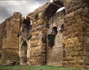 Le Mura e l'acquedotto lungo la via Casilina Vecchia