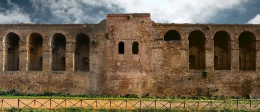 Le Mura lungo viale Carlo Felice