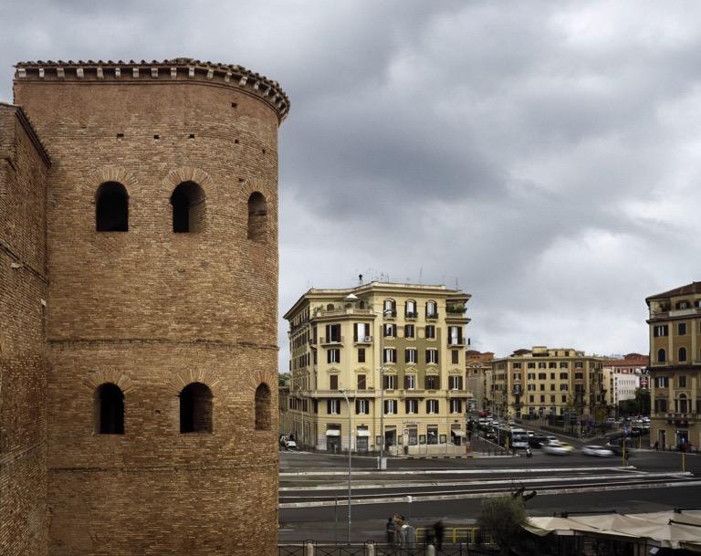 Torrione di Porta Asinaria e il quartiere di San Giovanni