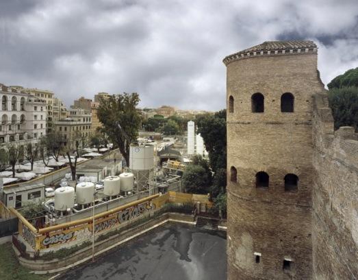 Porta Asinaria e il cantiere della Metropolitana