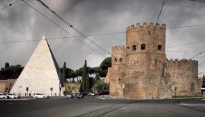 La Porta San Paolo con la Piramide di Caio Cestio
