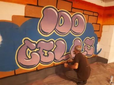 BOL-al-lavoro-nel-Centro-Primavera-mentre-realizza-il-suo-murales-2018