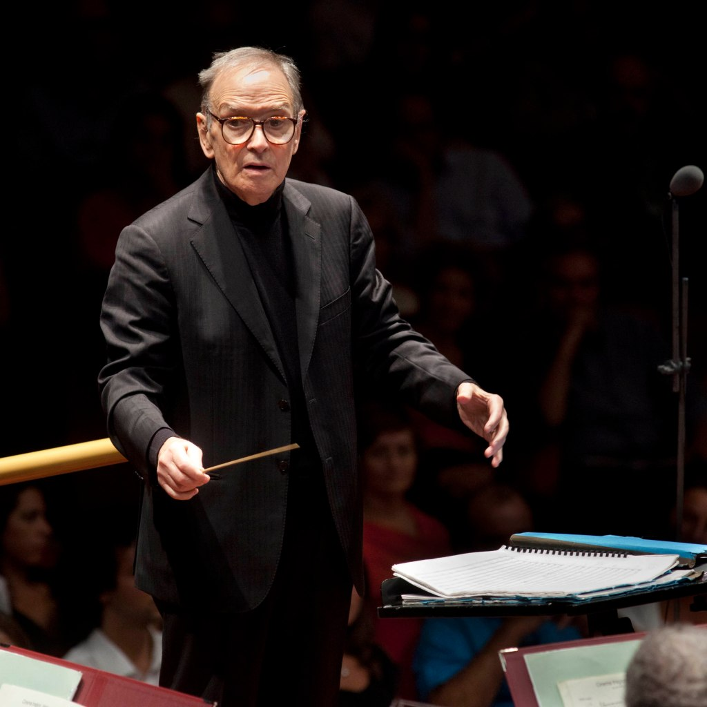 ennio-morricone-maestro-orchestra-man-in-black-glasses
