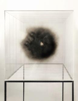 14-isabel-alonso-vega_humo_50x50x50-cm_fuliggine-su-plexiglass_2018-white-noise-gallery