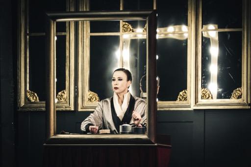 teatro-quirino-2019-Viktor-und-Viktoria--Veronica-Pivetti1