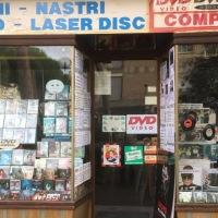 vetrina-dischi-porta-negozio-cd-dvd