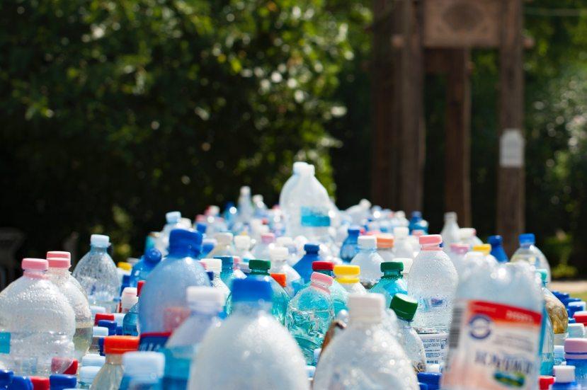 bottles-bottiglie-plastica-riciclo-tappi-taps