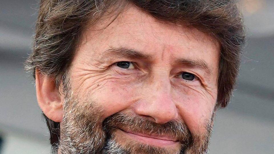 viso-uomo-barba-sorriso