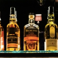 Dram, il nuovo salotto speakeasy tra whisky e jazz
