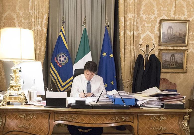 Antonio-Conte-Firma-Coronavirus-Presidente-del-consiglio-1-2020