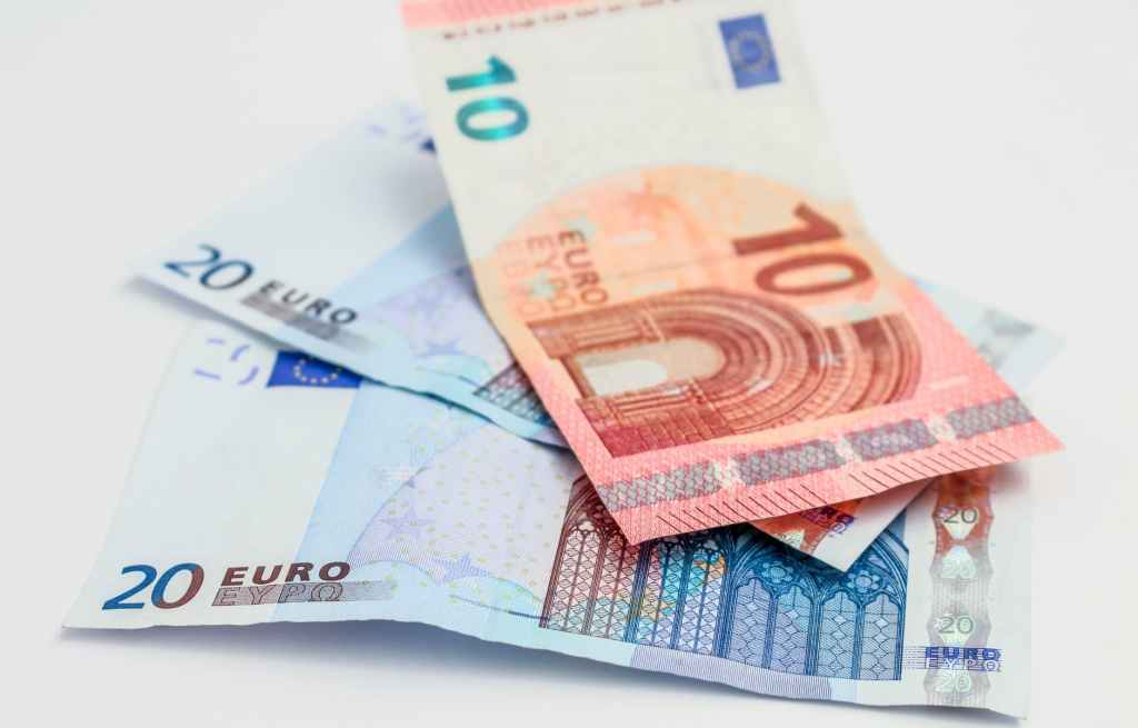 money-euro-banknote