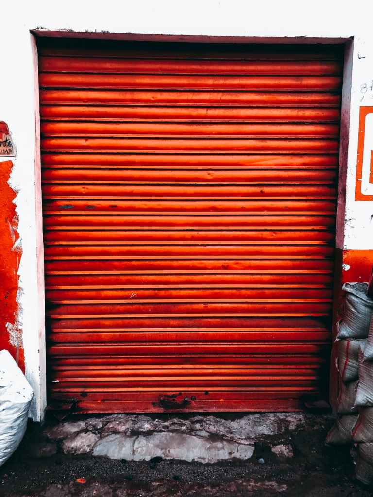 saracinesca-negozio-chiusa-rossa