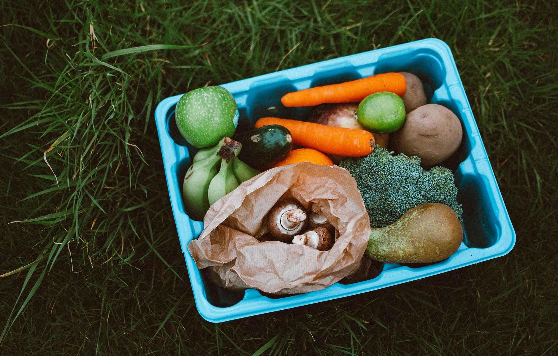 verdura-carote-banane-pera-mela-cibo-food-patate-zucchina